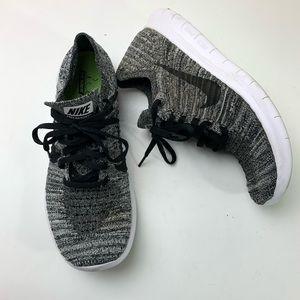 Nike Womens flyknit free run black white shoes 8